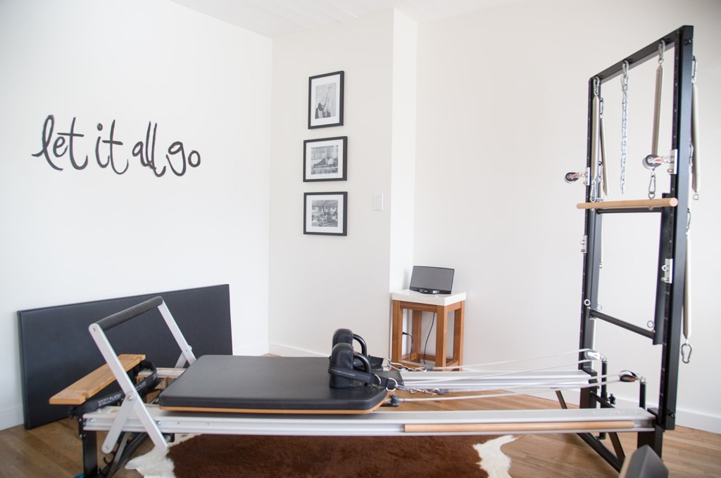 villa-pilates-the-strong-movement-strong-girl-newport-beach-3-poppyandseed-min